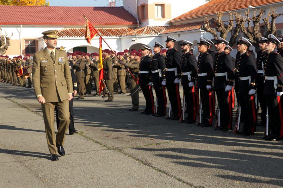 Le roi d'Espagne dans une base militaire