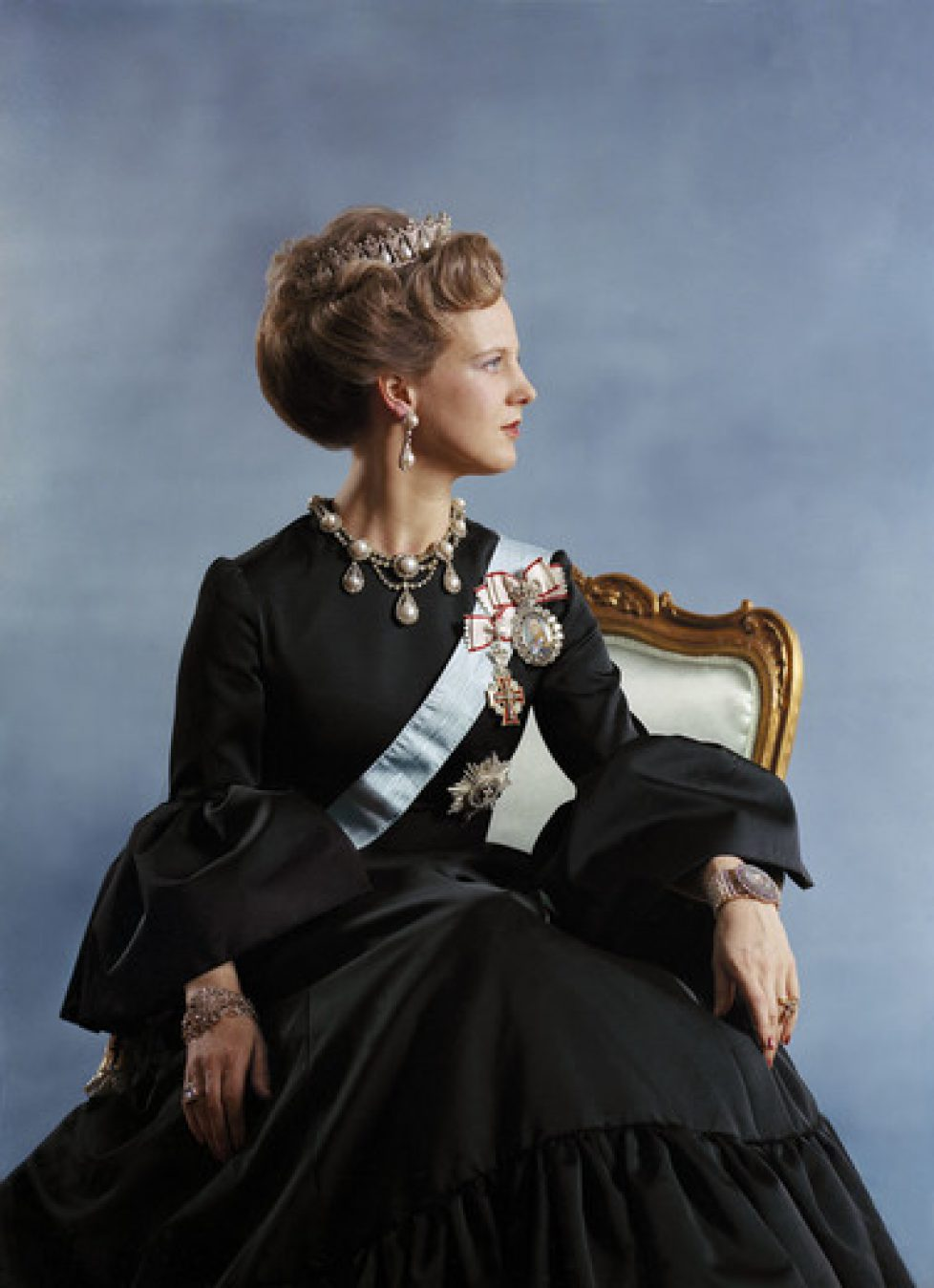 Archives : le premier portrait officiel de la reine Margrethe
