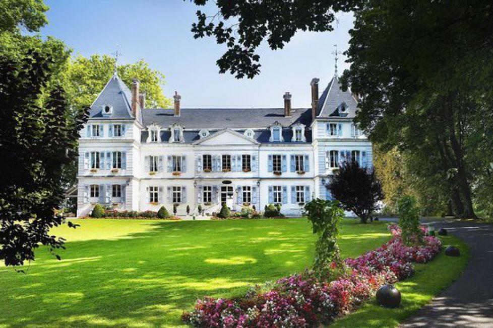 Le château de Divonne-les-Bains ravagé par un incendie