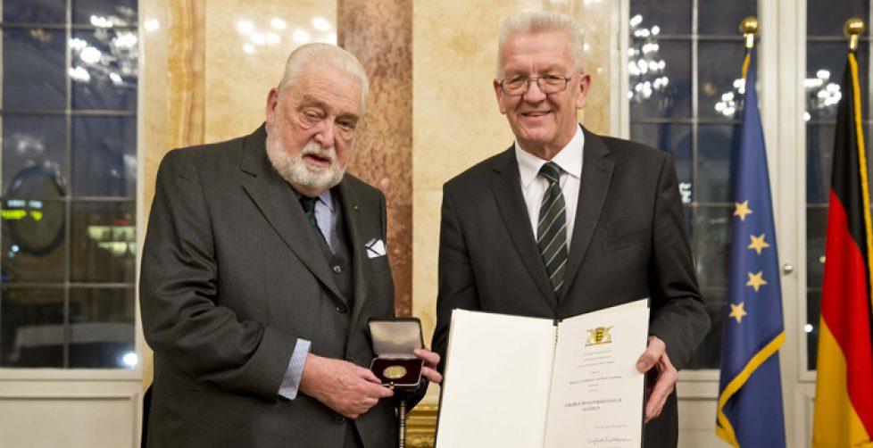 Große Staufermedaille in Gold an Carl Herzog von Württemberg