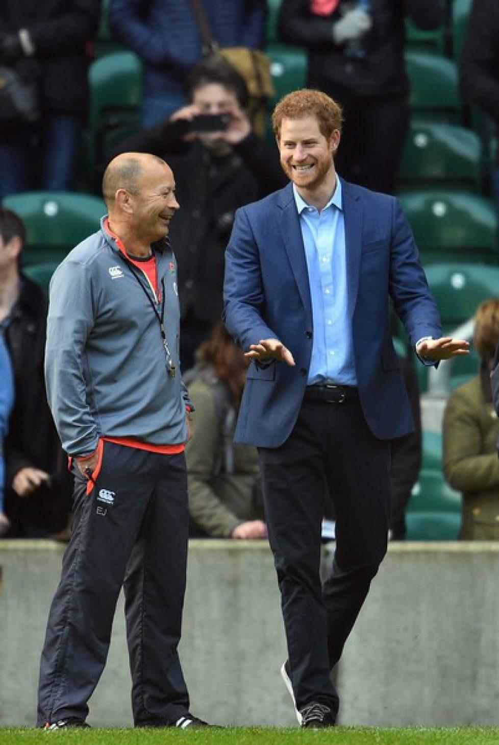 Le prince Harry encourage l'équipe anglaise de rugby