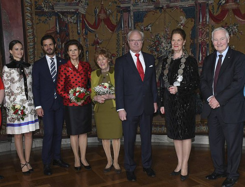 Les souverains suédois à l'hôtel de ville de Stockholm avec le gouverneur général du Canada