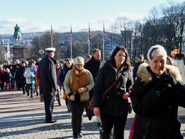Les Norvégiens félicitent leur souverain