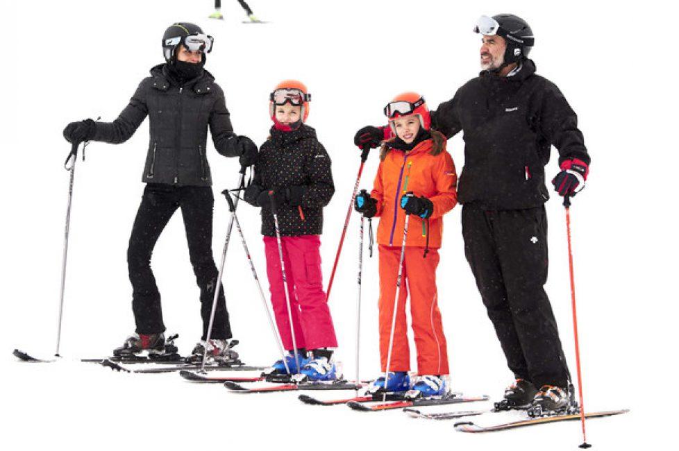 Les souverains espagnols en famille au ski