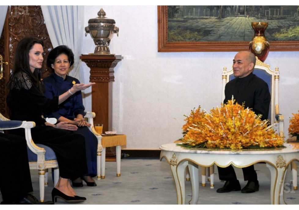 Le roi du Cambodge reçoit l'actrice Angelina Jolie