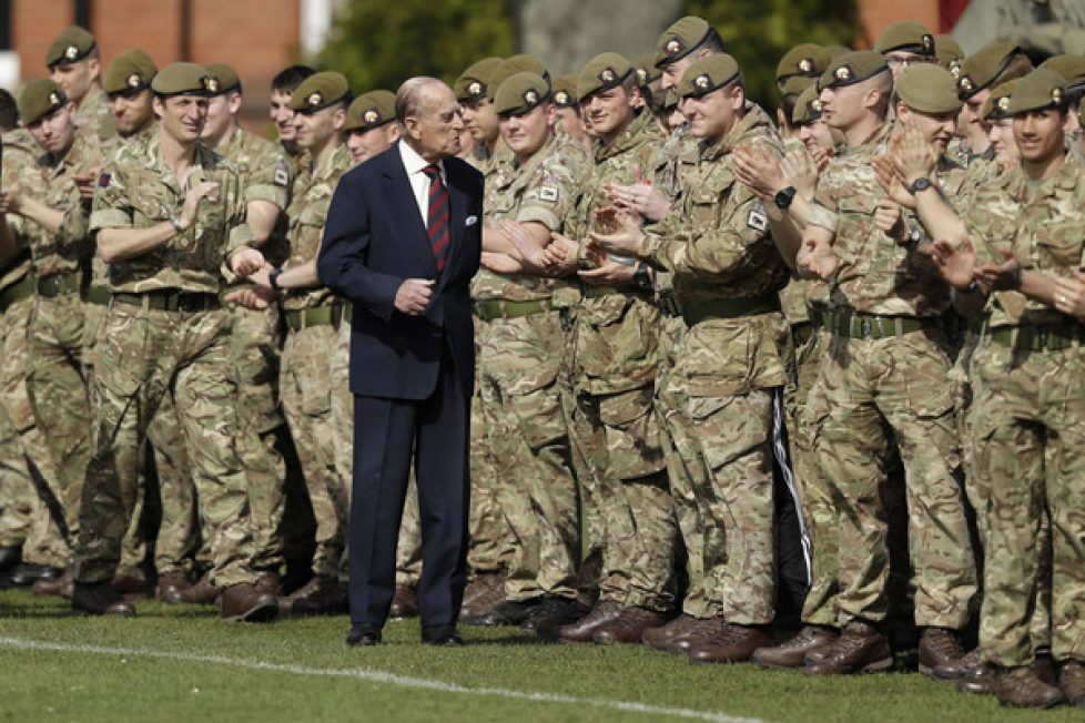 Duke+Edinburgh+Visits+1st+Battalion+Grenadier+BYOmBUUhoscl