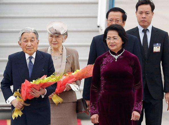Emperor-Akihito-and-Empress-Michiko-3