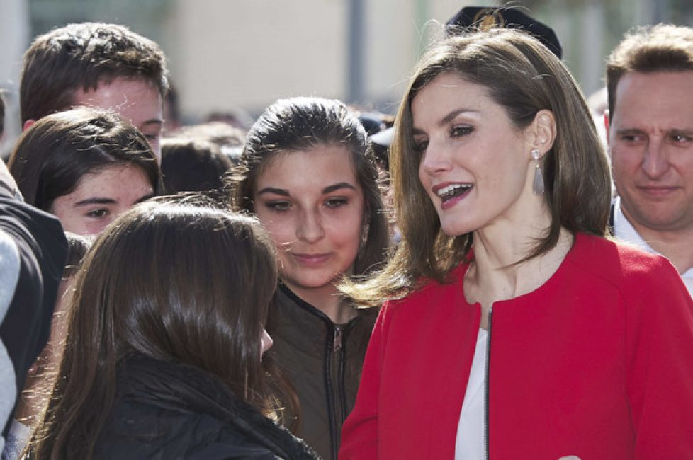 Queen+Letizia+Receives+Fundacion+princesa+Ybm4b6h6O20l