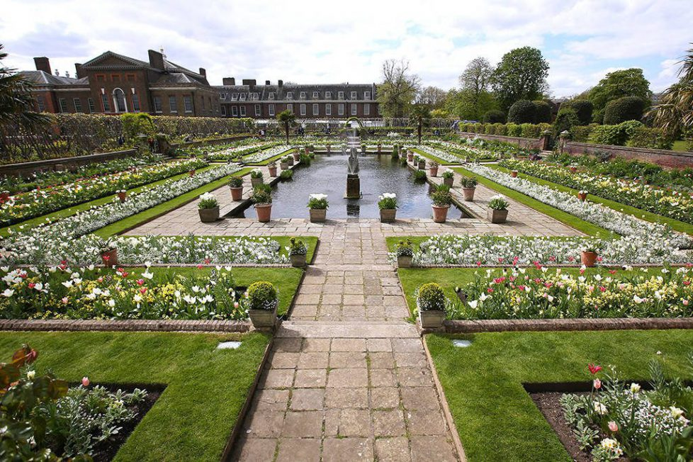 rs_1024x683-170413120514-1024_Kensington-Palace-White-Garden-Princess-Diana_ms_041317