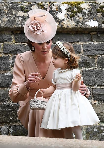 Duchesse de cambridge une robe alexander mcqueen pour le for Alexander mcqueen robe de mariage