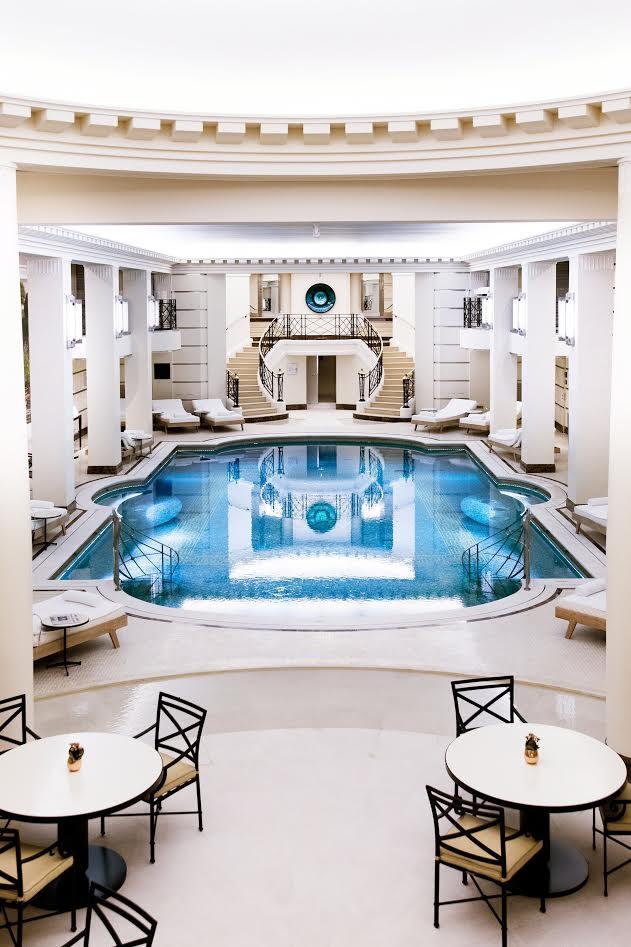 La Piscine Chanel De L Hotel Ritz A Paris Noblesse Royautes