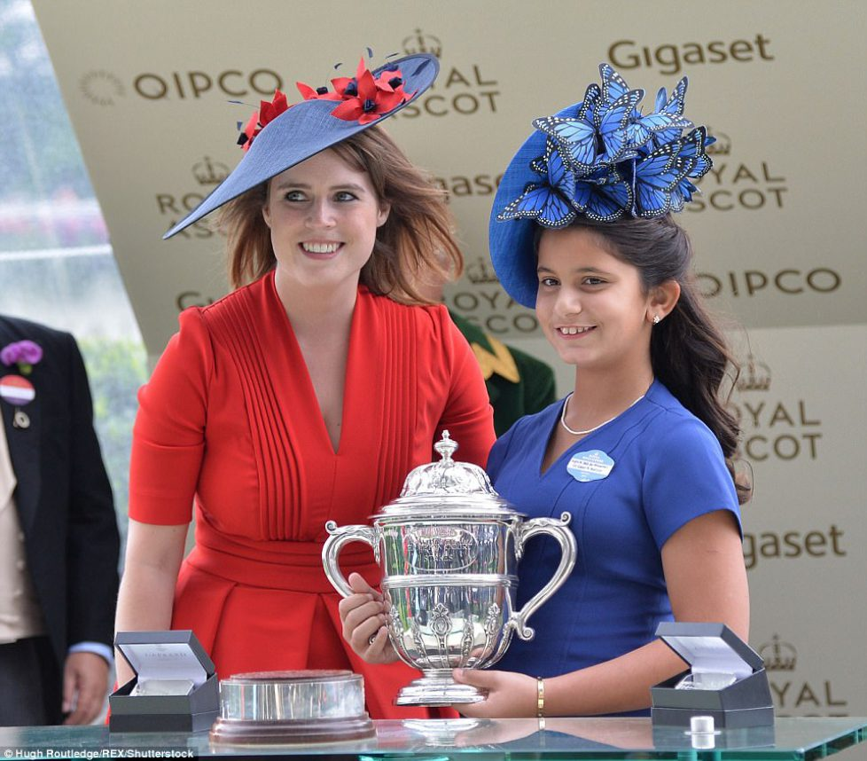 41A46EF300000578-4629104-Princess_Eugenie_presents_the_trophy_to_Sheika_Al_Jalila_daughte-a-118_1498145832754