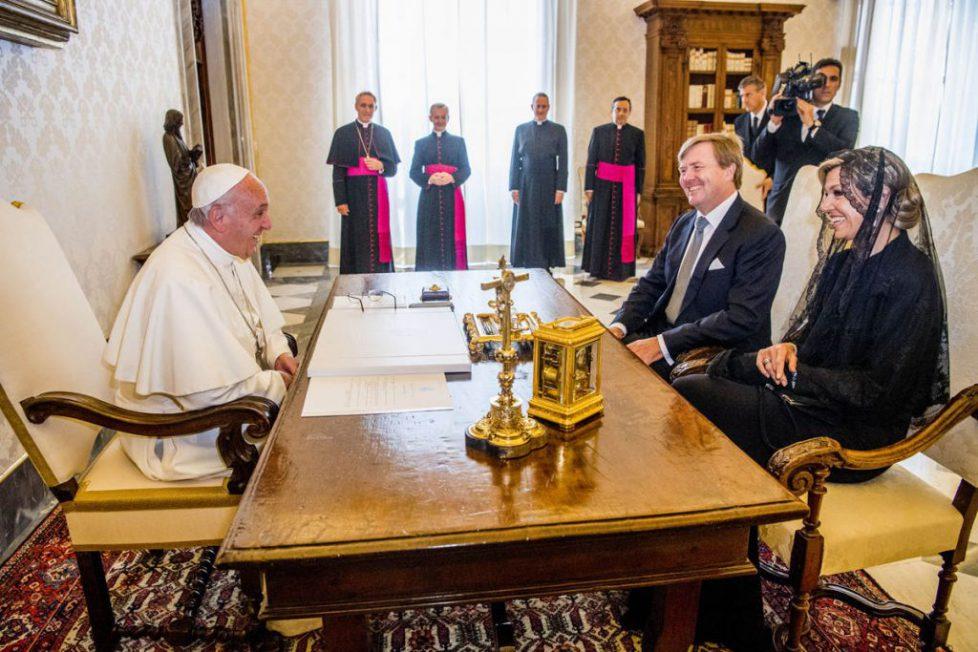 Koningspaar op audientie bij paus