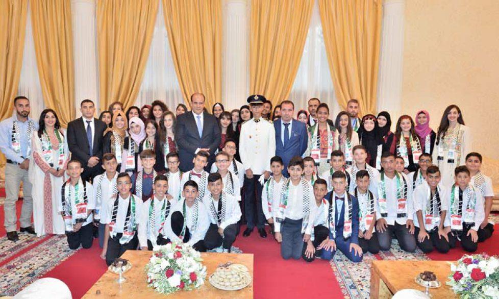 SAR-Moulay-El-Hassan-recoit-les-enfants-maqdessis