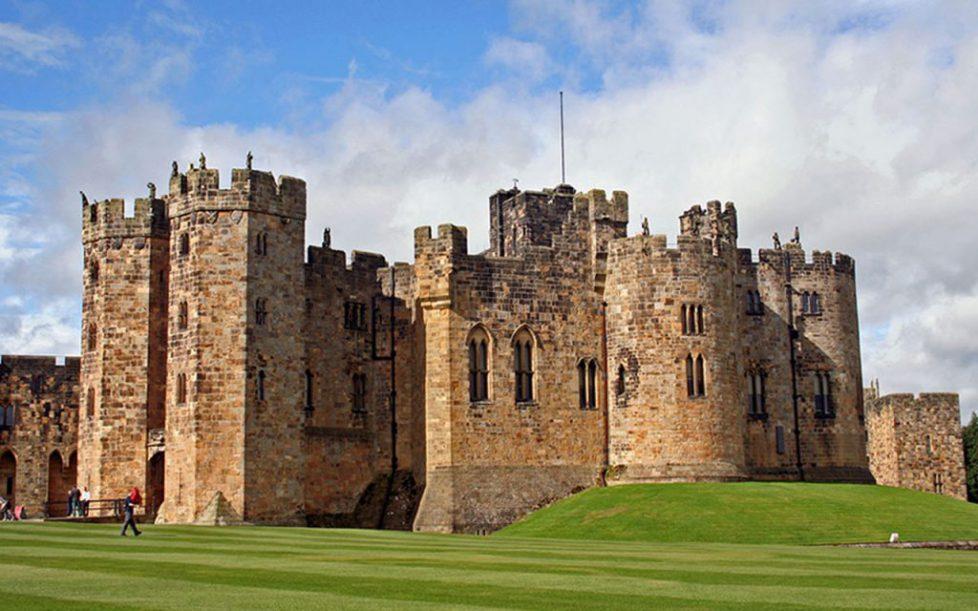 alnwick_castle_wallpaper_by_silver_guild