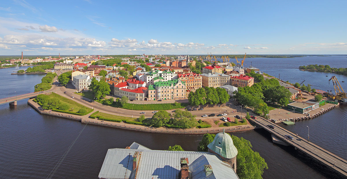 1200px-Vyborg_June2012_View_from_Olaf_Tower_06