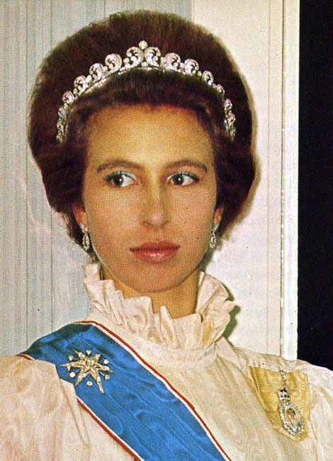 557f4ecd8ffe2b6330e31e2c3bd745d5--royal-tiaras-royal-crowns