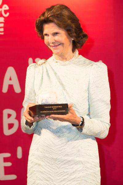 Queen+Silvia+Sweden+Awarded+Theodor+Wanner+-DACrPh6jbyl