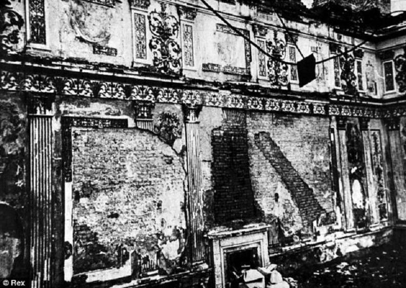 Palais et r sidences des empereurs de russie le palais for Hendrik andriessen miroir de peine