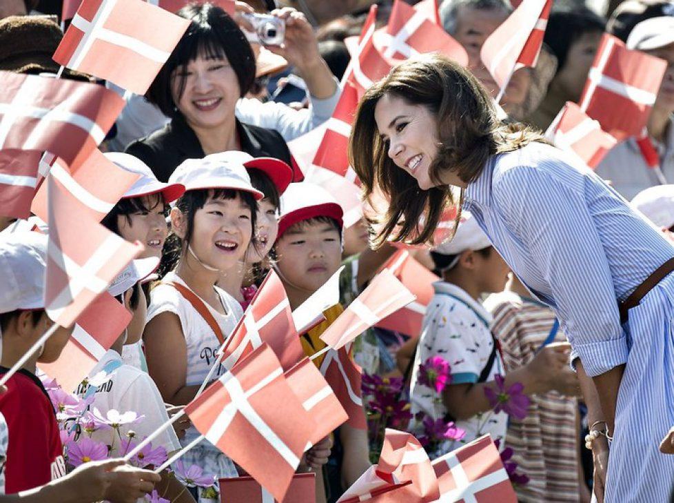 HKH Kronprinsesse Mary besøger H.C.Andersen Park under Kronprinsparrets besøg i Japan, Kronprinsesse Mary, Kronprinsessen, Kronprinsparret