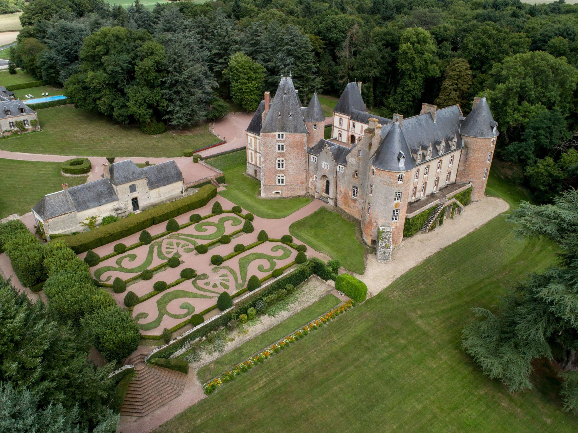 chateau-de-blancafort-blancafort-france-0101_fworq0