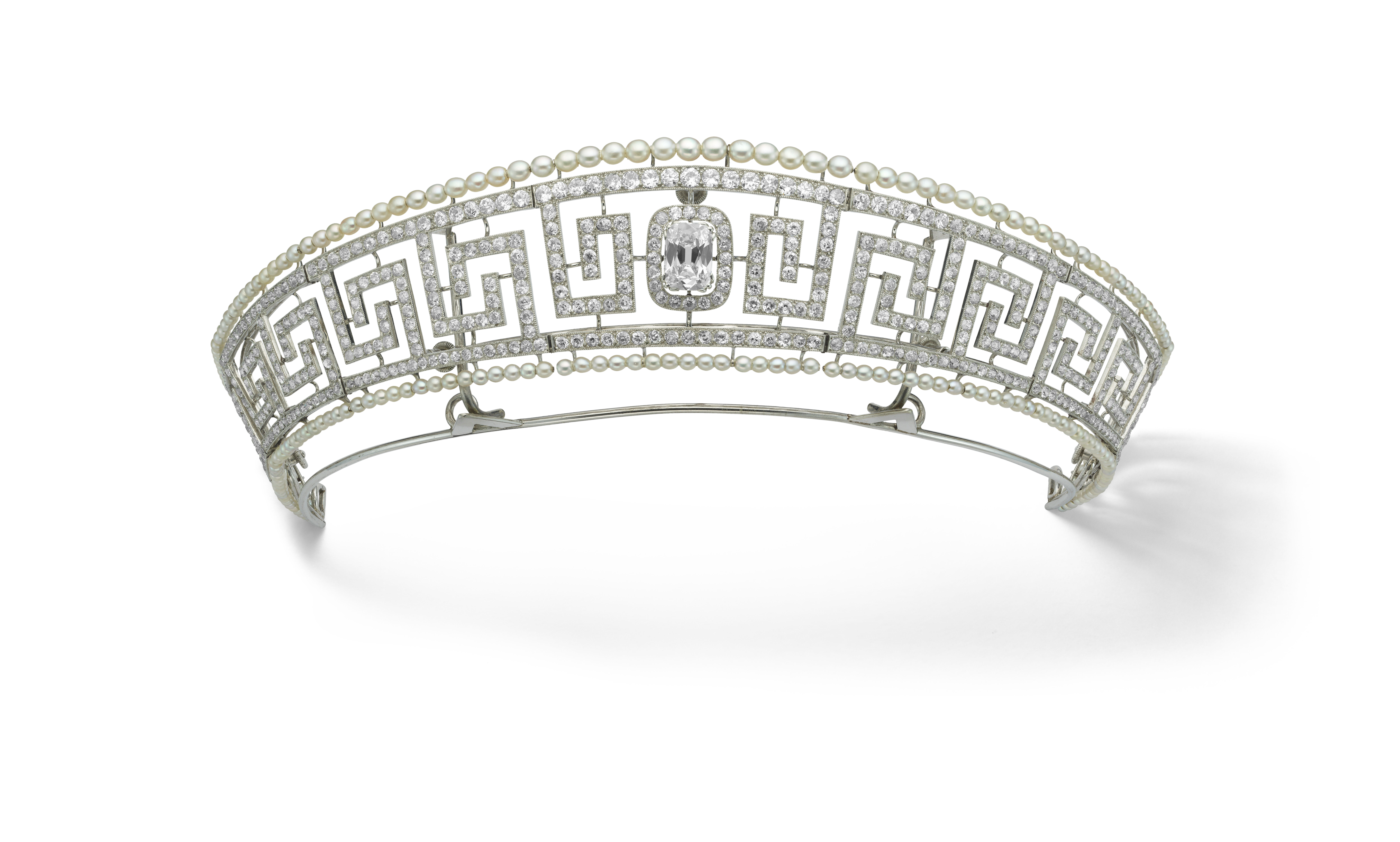 Diamond_and_pearl_tiara_saved_from_the_Lusitania_Cartier_Paris_1909._Previously_owned_by_Lady_Marguerite_Allan._Marian_G+¬rard_Ca