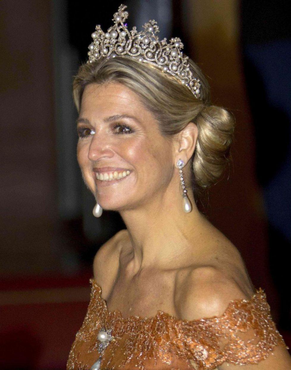 fashion-2015-06-queen-maxima-pearl-diamond-crown-tiara-main