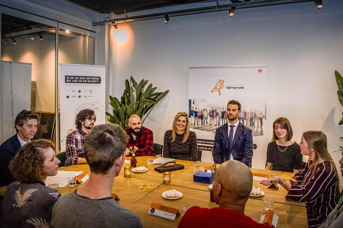 Maxima brengt werkbezoek aan Rotterdamse vrijwilligersprojecten