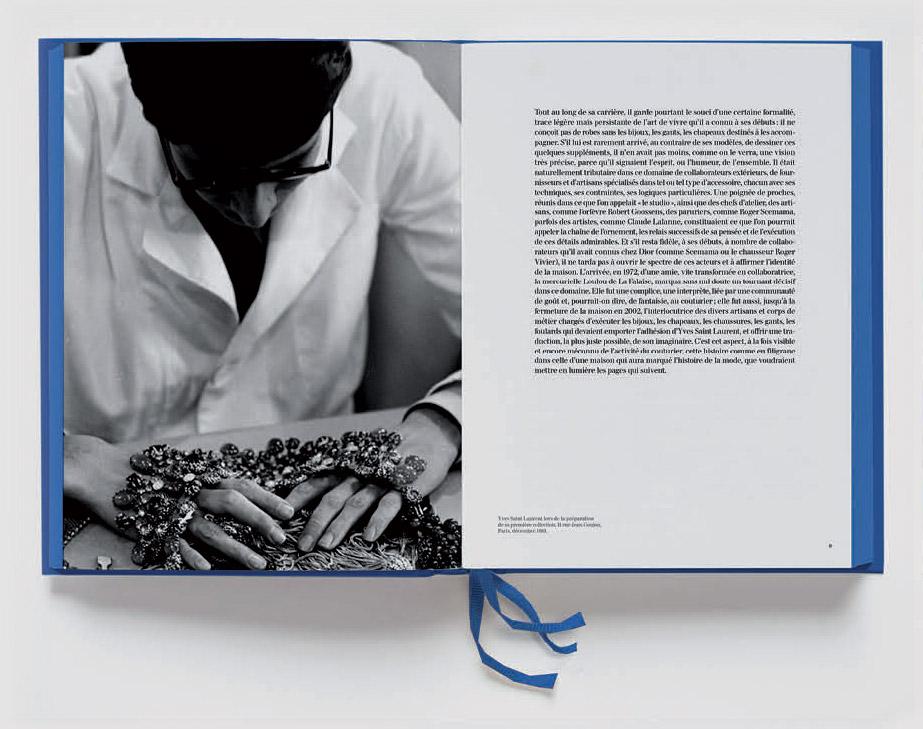 Livre Yves Saint Laurent La Folie De L Accessoire