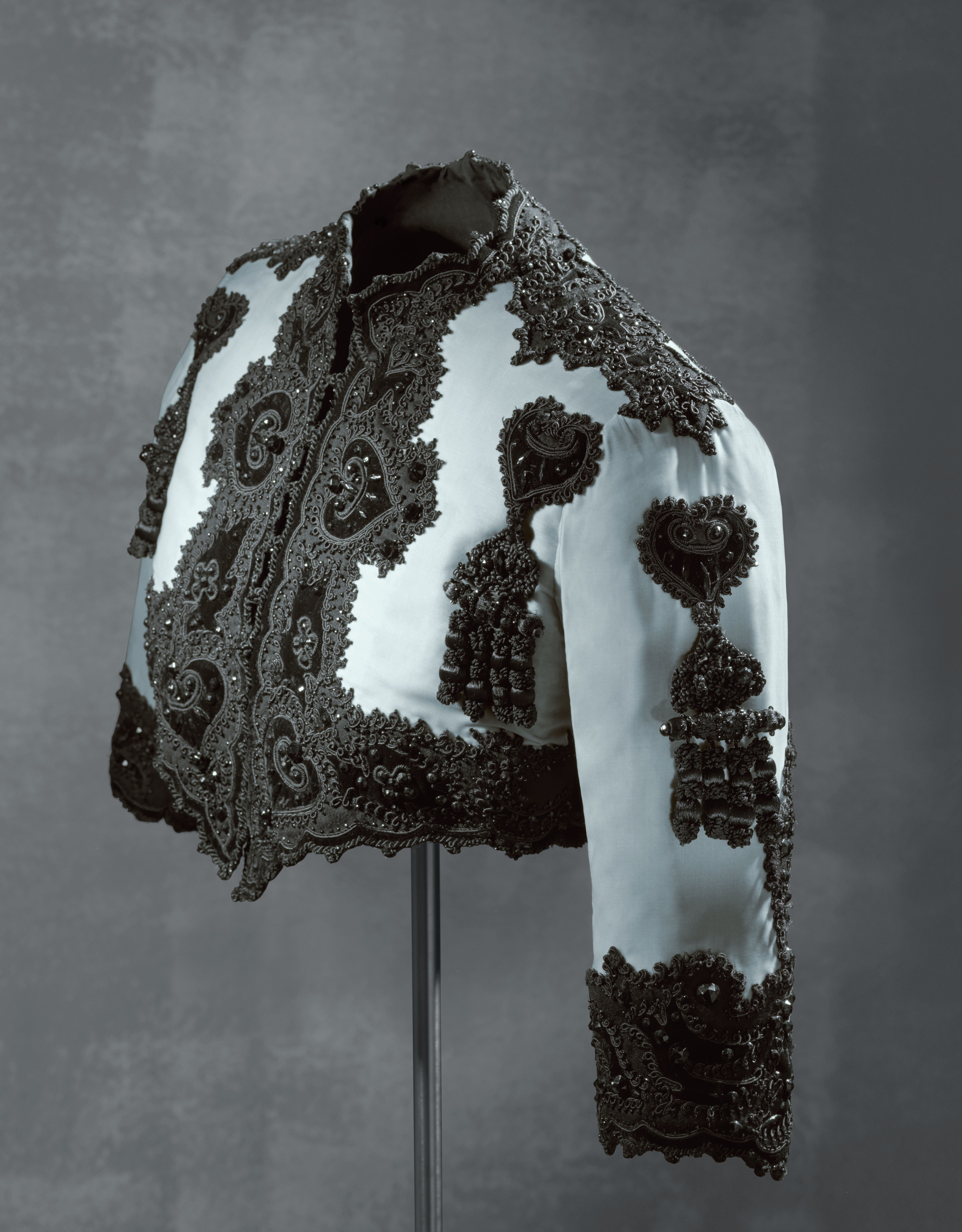 Bolero_jacket_EISA_Spain_1947__Museo_Crist+¦bal_Balenciaga