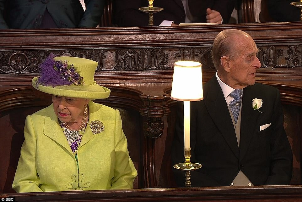 4C6D57FB00000578-5747571-The_Queen_was_flanked_by_her_husband_Prince_Philip_today_as_she_-a-297_1526727717021