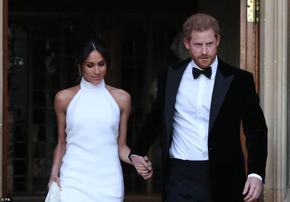 Harry et Meghan en route vers le dîner de mariage