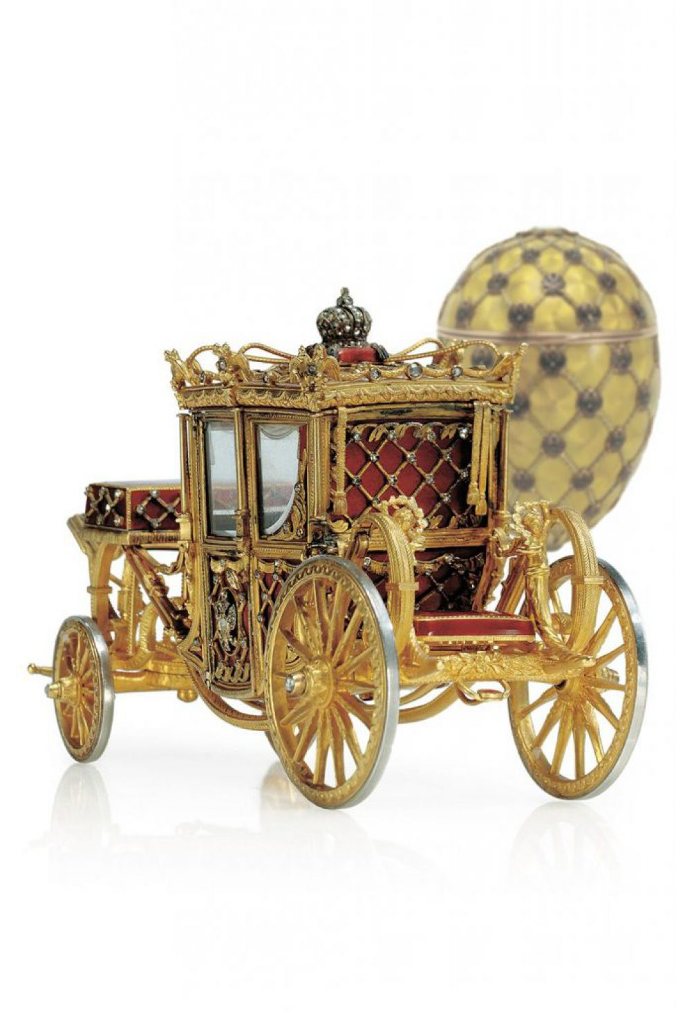 Imperial-Coronation-Easter-Egg-tatler-18jun15_Faberge-Museum-in-St-Petersbourg--The-Link-of-Times-Foundation_b