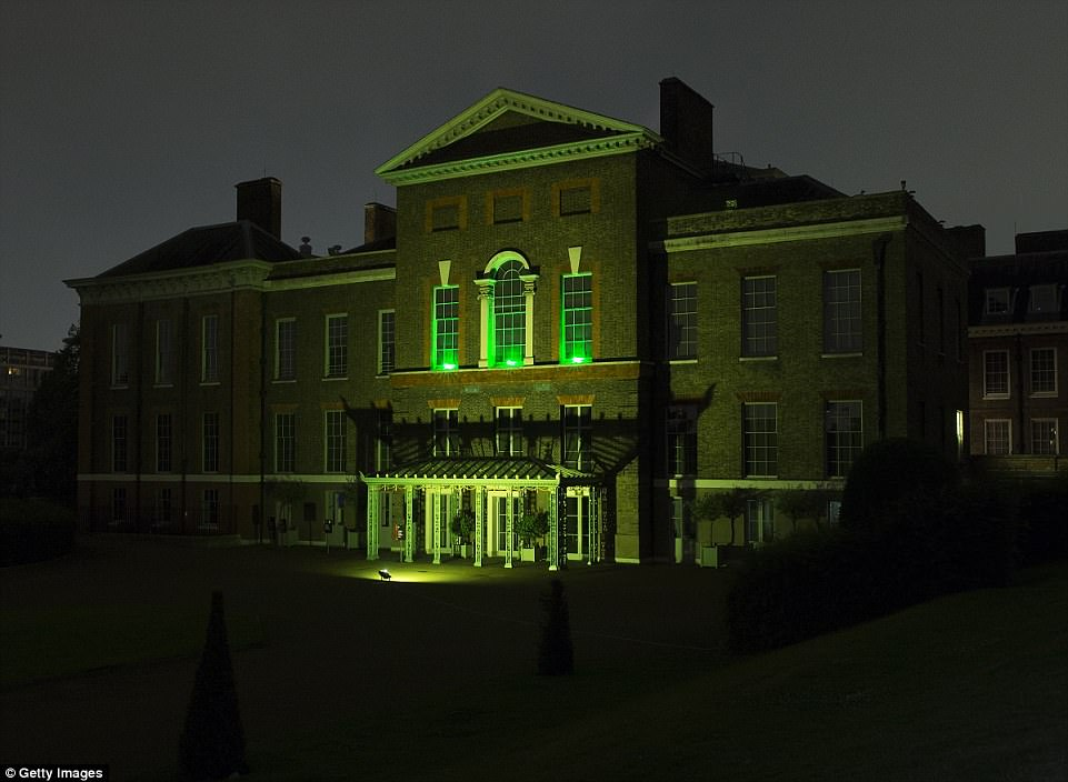 4D35286C00000578-5841397-Paying_tribute_Kensington_Palace_the_home_of_the_Duke_and_Duches-a-12_1528956787299