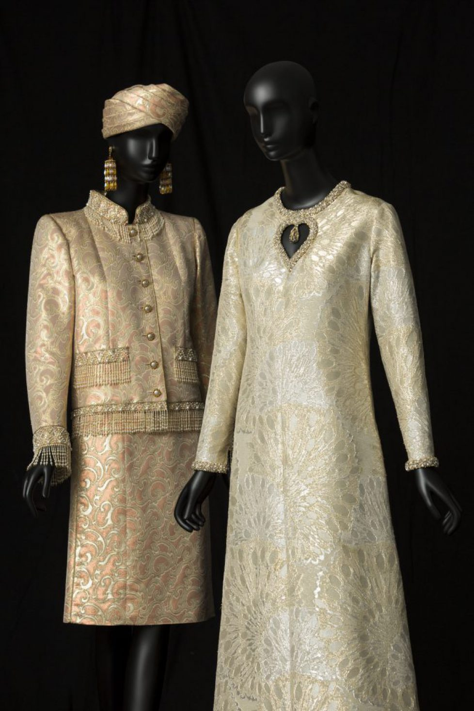05 - Tailleur de soir court, collection haute couture printemps - été 1982 et Robe de soir long, collection haute%