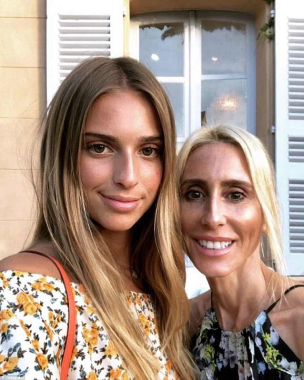 4DDB6A7300000578-5910565-Got_it_from_her_mama_Talita_was_in_Saint_Tropez_with_her_mother_-a-34_1530565231438