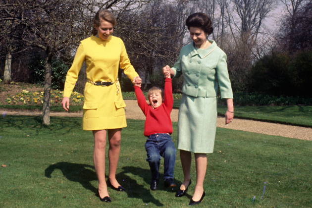 Princess-Anne-and-Queen-Elizabeth-II-give-young-Prince-Edward-a-swing