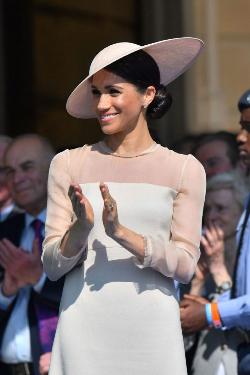 meghan-duchess-of-sussex-at-a-garden-party-at-buckingham-palace-in-london-05-22-2018-6