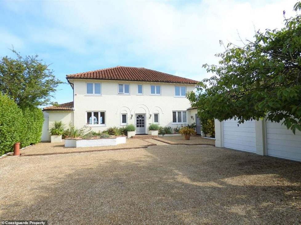 4596838-6216363-The_striking_property_in_Bognor_Regis_West_Sussex_which_is_being-a-1_1538117669070