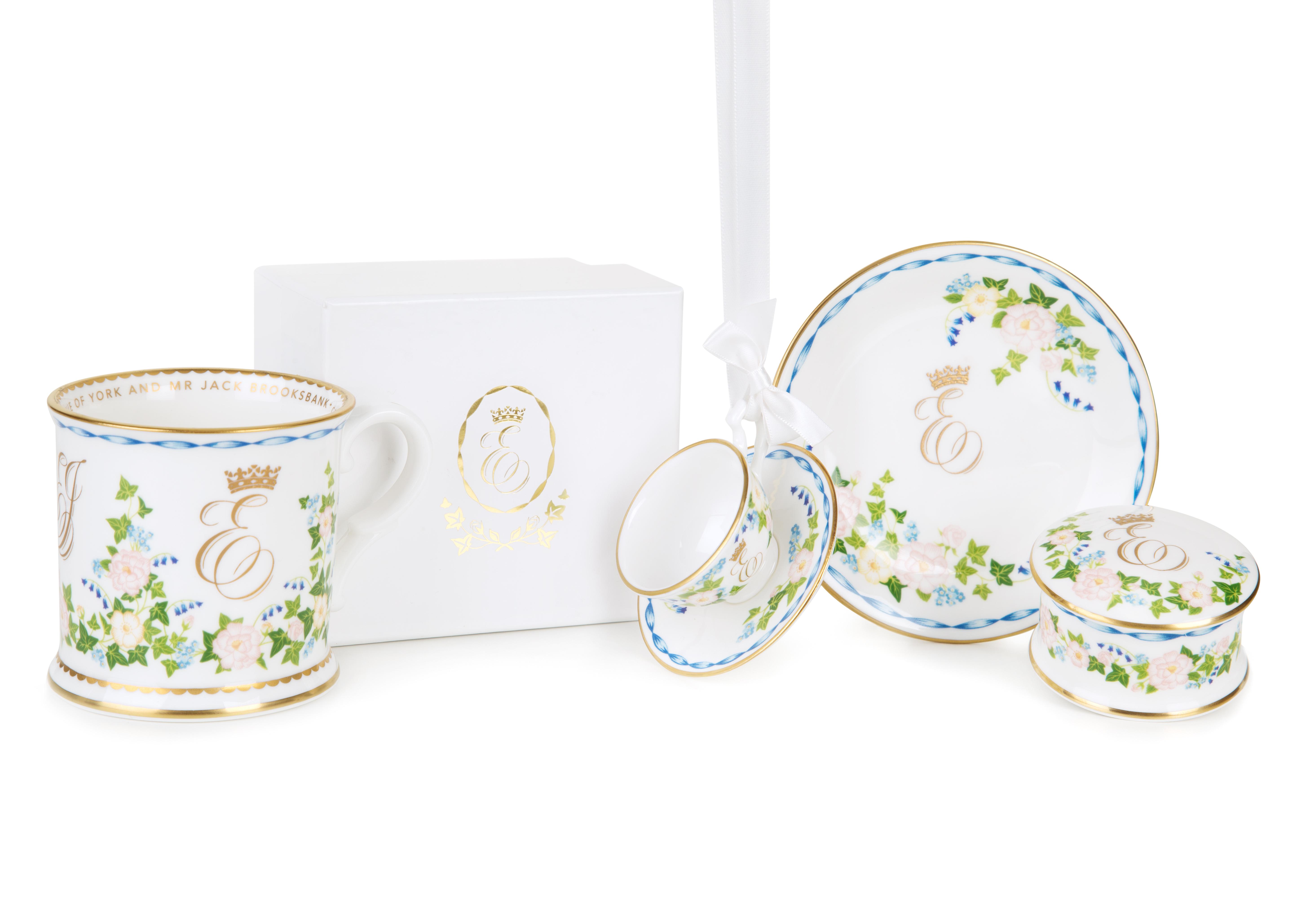 vaisselle officielle pour le mariage de la princesse eug nie d 39 york noblesse royaut s. Black Bedroom Furniture Sets. Home Design Ideas