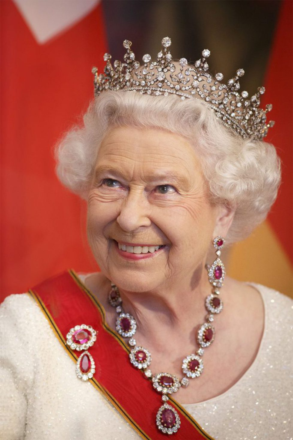 hbz-royal-hair-2015-queen-elizabeth-gettyimages-478375348-1500305808