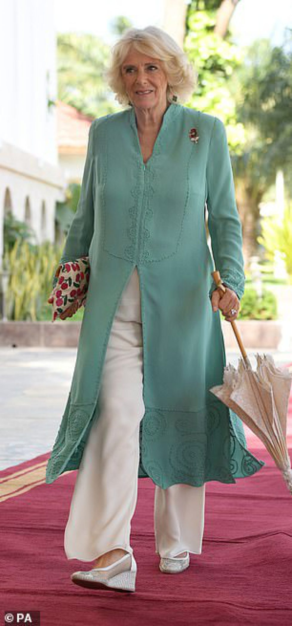5651298-6341715-Camilla_71_looked_chic_in_a_turquoise_tunic_for_the_engagement-a-44_1541078586456