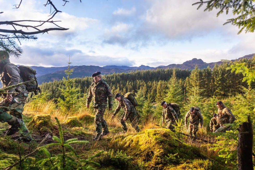ZMK bezoekt Korps Mariniers tijdens de Bergtraining in Schotland