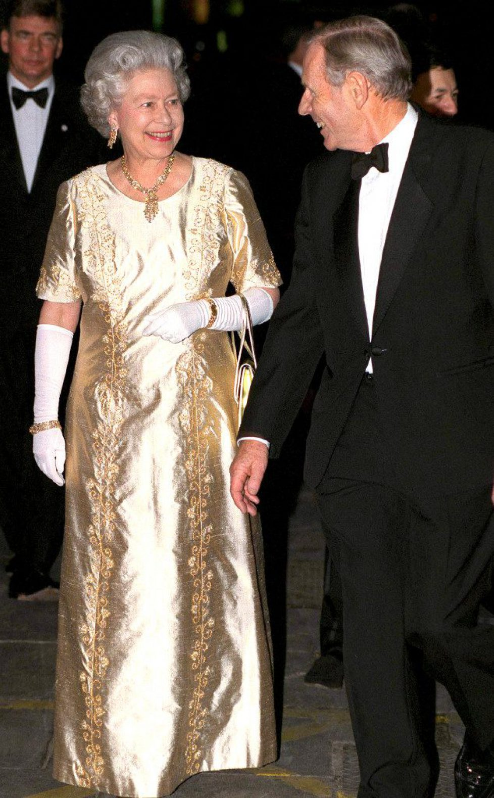 rs_634x1024-141114161934-634-queen-elizabeth-gold-dress-jl-111414