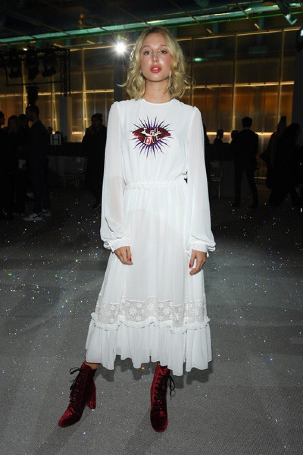 Giambattista+Valli+Front+Row+Paris+Fashion+XQ55Jw1QFjVl