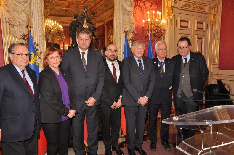 Au centre : le consul honoraire Bertrand Thibert