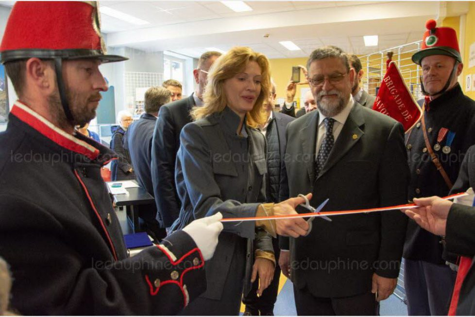 a-chambery-elle-a-inaugure-la-bibliotheque-reine-marie-jose-au-lycee-prive-catholique-de-sainte-genevieve-photo-le-dl-c-g-1552747155