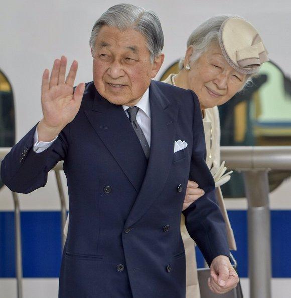 Emperor-Akihito-and-Empress-Michiko-6