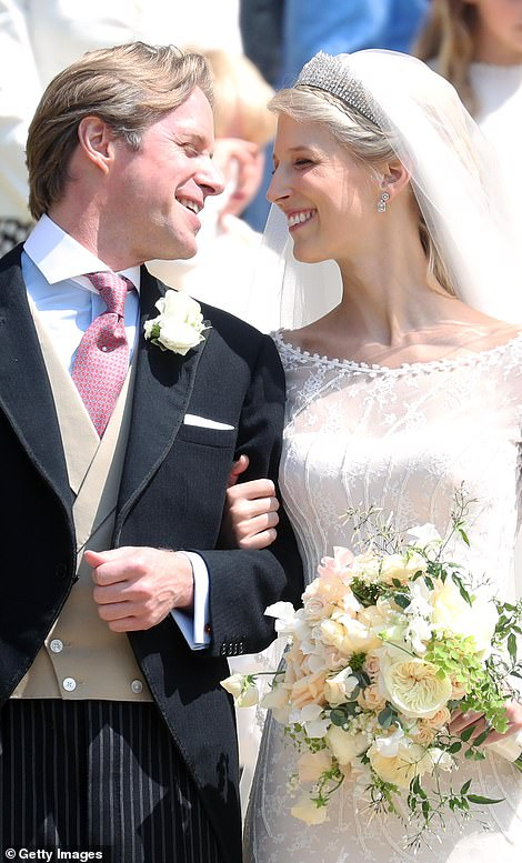 13656830-7043855-The_newlyweds_smile_at_Windsor_Castle_today-a-345_1558186307858