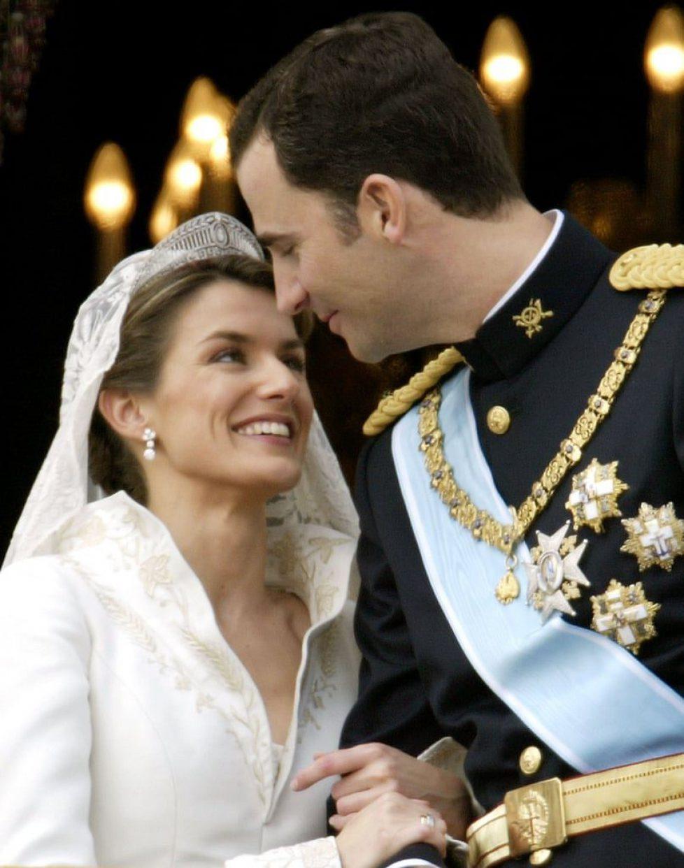 Prince-Felipe-Letizia-Ortiz-Bride-Letizia-Ortiz